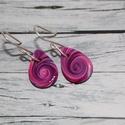 Lila elegáns mini csepp fülbevaló, Ékszer, óra, Fülbevaló, Hőre keményedő gyurmából készült  lila elegáns mini csepp fülbevaló. Hossza 1,2 cm. Saját készítésű ..., Meska