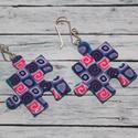Kék-pink mintás puzzle fülbevaló, Ékszer, óra, Fülbevaló, Hőre keményedő gyurmából készült puzzle fülbevaló. Mérete 2,5x2,5  Bármilyen színben rendelhető. Saj..., Meska