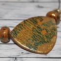Elegáns arany alapú zöld kék csillámú nyaklánc, Ékszer, Fülbevaló, Nyaklánc, Hőre keményedő gyurmából készült elegáns arany alapú kék és zöld csillámú nyaklánc, mely arany színű..., Meska
