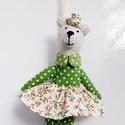 Zöldike - pöttyös pici mackó lány, Dekoráció, Baba-mama-gyerek, Ünnepi dekoráció, Húsvéti díszek, AnneHOME - Dekorációk - KÉSZLETEN!  Tilda jellegű textil mackó lány zöld pöttyös, virágos szoknyában..., Meska