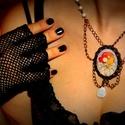 Kaméliás Hölgy - Nyakék, Ékszer, Nyaklánc, Mucha híres plakátjának részletével díszített lencsés nyakék, melyet antik réz szerelékek..., Meska