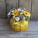 Napsugár ajándékba - virágbox, Otthon, lakberendezés, Asztaldísz, Virágkötés, Újrahasznosított alapanyagból készült termékek, Szívet melengető virágboxot alkottam, amihez egy karton anyagú kalapdobozt választottam tartónak. A..., Meska