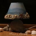 A tenger fényei – asztali kislámpa, Otthon & lakás, Lakberendezés, Lámpa, Hangulatlámpa, Egy Jysk-ben vásárolt kislámpát alakítottam át. A lámpatestet saját fejlesztésű technikával szikla h..., Meska