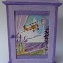 Levendula mintás kulcstartó szekrény, Otthon, lakberendezés, Mindenmás, Tárolóeszköz, Kulcstartó, Levendula mintás kulcstartó szekrény.Mérete:18,5x25x5 cm.Kétféle lila színnel festettem egy s..., Meska