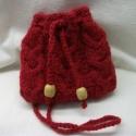 Piros, kötött kis táska, tarisznya, szütyő, készség, Táska, Divat & Szépség, Táska, Válltáska, oldaltáska, Neszesszer,    A jókedv nevében!  Gyönyörű, piros, jó tartású, gyapjú fonalból kötöttem ezt a kis készséget.  El..., Meska