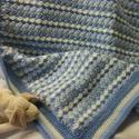 Kék, vidám,  horgolt takaró,  babatakaró kisfiúnak, Baba-mama-gyerek, Gyerekszoba, Falvédő, takaró, Vajszínű, középkék és világoskék árnyalatakból készült ez a finom színezésű csíkos, meleg takaró. Pa..., Meska