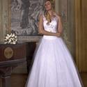 Esküvői ruha, Ruha, divat, cipő, Esküvői ruha, Csipke pántos. Felsőrésze fűzős,eleje csipke rátéttel dízsitett swarovski köves.Szoknya ré..., Meska