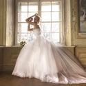 Esküvői ruha, Ruha, divat, cipő, Esküvői ruha, Uszályos esküvői ruha. Csipke boritású felsőrész, hátul füzős. Több rétegű szoknyaréss..., Meska