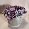 Rózsadoboz, Dekoráció, Esküvő, Szerelmeseknek,  Polifoam rózsák gyöngyökkel díszítve, ezüst, csillogó, kerámia kaspóban. Termék magassága 15 cm. Ka..., Meska