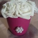 Rózsadoboz, Dekoráció, Esküvő, Otthon, lakberendezés, Szerelmeseknek, Polifoam rózsák műanyag kaspóban gyöngy díszítéssel. Átmérő 15 cm. Termék magassága 14 cm. Rózsák át..., Meska