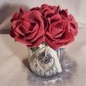 Rózsadoboz, Szerelmeseknek, Otthon, lakberendezés, Esküvő, Dekoráció, Polifoam rózsák üveg kaspóban, masnival és szívvel díszítve. Átmérő 7 cm. Termék magassága 13 cm. Ró..., Meska