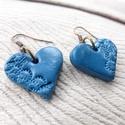 Kék mintás szív fülbevaló, Ékszer, Szerelmeseknek, Fülbevaló, Ékszerkészítés, Gyurma, A fülbevalót süthető gyurmából formáztam..   Sütés után a gyurmát lakkoztam. Ezáltal az ékszer fény..., Meska