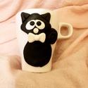 Fekete macska bögre, Otthon & lakás, Konyhafelszerelés, Bögre, csésze, Ez macsek gazdára vár. Okozz neki örömöt, fogadd örökbe! :)  A bögre díszítését kézzel formáztam süt..., Meska