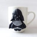 Darth Vader bögre, Otthon & lakás, Konyhafelszerelés, Bögre, csésze, A bögre díszítését kézzel formáztam süthető gyurmából. A bögre mindennapos használatra alkalmas, de ..., Meska