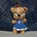 Kiscica kulcstartó, Egyéb, Táska, Divat & Szépség, Kulcstartó, táskadísz, Horgolás, 12 cm magas kedves kislány cica kulcstartó, vagy táskadísz,kabala kantáros szoknyácskában. Jelenleg..., Meska