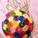 Egyedi, kézzel, quilling technikával készült színes karácsonyi gömb, Otthon, lakberendezés, d: 8cm  Papírcsík technikával készült, színes, egyedi karácsonyfa dísz. A papírcsíkok egy ..., Meska