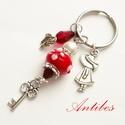 Piroska - kulcstartó pandora stílusban, Mindenmás, Kulcstartó,  Antik ezüst színű köztesekből, charmokból és piros, fehér gyöngyökből készítettem ezt ..., Meska