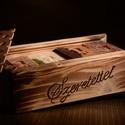Feliratozható eltolható tetejű fa ajándékdoboz 3 választható kecsketejes gyógynövényszappannal, Férfiaknak, Dekoráció, Karácsonyi, adventi apróságok, Szépségápolás, Ünnepi dekoráció, Szappankészítés, Famegmunkálás, Gyönyörű antikolt eltolható tetejű fadobozka,mely elegáns csomagolása lehet 3 db kiváló minőségű ke..., Meska
