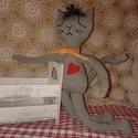 Szerelmes Macskafiú, Baba-mama-gyerek, Dekoráció, Szerelmeseknek, Varrás, Megjött Frici a szerelmes macska! 38 cm magas ficánkoló ölelgethető cicuska...puha kézzel vart hímz..., Meska