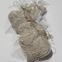 """Esküvőre köszönetajándék,\""""Vadvirágos 2\""""mézeskalács szív, Dekoráció, Esküvő, Ünnepi dekoráció, Mézeskalácssütés,  8-8,5 cm széles, """"fehéren fehér"""" mézeskalács szív """"vadvirágos"""" mintával.  Két keresztnévvel,dátumm..., Meska"""