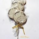 """Fehér-barna-arany korong,köszönetajándék,esküvőre, Esküvő, Meghívó, ültetőkártya, köszönőajándék, 5 darab!!/ csomag 7,5 cm átmérőjű korong,2 névvel,dátummal feliratozva """"leveles-virágos"""" mintával dí..., Meska"""