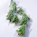 Karácsonyi mini mézeskalácsfa,szóróajándékként,ajándék kiegészítőként csomagra stb., Dekoráció, Karácsonyi, adventi apróságok, Dísz, Ünnepi dekoráció, Tartalma:  10db!!! kis méretű (4-4,5cm x4cm)mézeskalács karácsonyfa.Zöld színben,(a második képen lá..., Meska