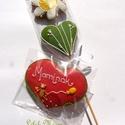 """""""Anyák napi"""" virág+ macis táblácska, Dekoráció, Ünnepi dekoráció, Mézeskalácssütés, Macis szív + egy virág  kb.7,5-8cmX6 cm piros festett alapú,macis,lufis,színes """"Anyuci"""",Anyu,Anya,M..., Meska"""