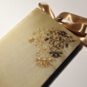 Esküvői Vendégkönyv XI., Naptár, képeslap, album, Baba-mama-gyerek, Jegyzetfüzet, napló, Hímzéssel díszített beige tafttal borított bélelt esküvői vendégkönyv szatén szalag megkötővel.  Mér..., Meska