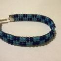 Szőtt karkötő, Ékszer, Karkötő, Kockás mintával,világos és sötét kék gyöngyből készítettem  ezt a karkötőt.Mérete:18 cm hosszú...., Meska