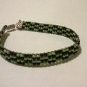 Szőtt karkötő, Ékszer, Karkötő, Fekete és zöld kása gyöngyből készítettem ezt a szőtt karkötőt.Hossza: 18 cm., Meska