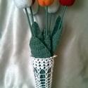Horgolt váza, Otthon, lakberendezés, Kaspó, virágtartó, váza, korsó, cserép, Horgolás, Igazi vintage stílusú ez a fehér horgolt váza. Mérete:18 cm magas,Átmérője 10 cm. Az ár csak a vázá..., Meska