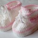 Horgolt baba cipő, Ruha, divat, cipő, Gyerekruha, Baba (0-1év), Baby és acryl fonalból készült ez a baba sport cipő.Horgolt nike jel teszi trendivé. Mérete 10 cm. A..., Meska
