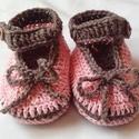 Horgolt babacipő, Ruha, divat, cipő, Gyerekruha, Baba (0-1év), Pamut cérnából készült ez a tündéri kis cipő. Talphossza: 10 cm A barna fonal vastagabb jó tartást a..., Meska