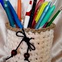 Horgolt ceruzatartó,kosár,tároló, Otthon, lakberendezés, Tárolóeszköz, Kosár, Vajszínű póló fonalból készült ceruzatartó ,bármi tartó .Szélét és az alját kendermadzaggal horgolta..., Meska