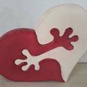 Szivecske puzzle, Szerelmeseknek, Dekoráció, fenyőfából sajátkezűleg lombfűrésszel kivágva készült, hobbi festékkel festve, két rész..., Meska