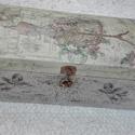 Vintage doboz, Otthon, lakberendezés, Tárolóeszköz, Doboz, Decoupage, transzfer és szalvétatechnika, Festett tárgyak, Akril festékkel és dekupázs technikával készült gyönyörű fadoboz, a mérete 31x16x12 cm., Meska