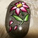 Tengerparti kavicsra festett virág, Dekoráció, Otthon, lakberendezés, Dísz, Kerti dísz, Ez a formás kavics szintén Nizzából származik, egy szép kis virágot festettem rá. Szintén i..., Meska