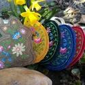 Hímzett húsvéti tojás és nyuszi formájú dekoráció barkára, Hímzett húsvéti tojás és nyuszi formájú dek...