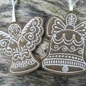 Karácsonyfadísz - Mézeskalács gyapjúfilcből, Egyik oldalán gépi hímzéssel díszített, két...