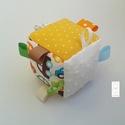 Autók- Készségfejlesztő játékkocka kisbabáknak . :), Baba-mama-gyerek, Játék, Gyerekszoba, Készségfejlesztő játék, Varrás, Patchwork, foltvarrás, Pici babák számára készült puha játékkocka, amely megannyi színnel és élménnyel várja kis tulajdono..., Meska