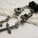 Fekete szirmok, Ezüstözött rézdrótból készült, gót stílu...