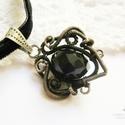 Anna ÚRNŐ , Ékszer, Medál, Gothic stílusú medál ezüstözött rézdrótból és fekete csiszolt üveggyöngyből. Az ékszert antikoltam, ..., Meska