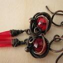 Tüzes Tenger, Ékszer, Fülbevaló, Vörösréz drótból és vörös színű üveggyöngyökből készült fülbevaló. Az ékszert antikoltam, majd polír..., Meska