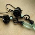Fordított vizi rózsa, Ékszer, Fülbevaló,  Ezt a gót stílusú fülbevalót fekete ékszerdrótból tekergettem, fekete műgyanta rózsával, üveggyöngg..., Meska