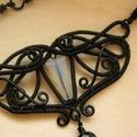 Éjszakai Pillangó nyakék, Ékszer, Nyaklánc, Gót stílusú fekete ékszerdrótból készült nyakék opál kristálygyönggyel és fekete üveggyöngyökkel. A ..., Meska