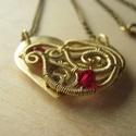 Szív, Ékszer, Nyaklánc, Szív alakú nyaklánc sárgaréz lemezből fűrészelve, dróttal és swarovski gyönggyel díszítve. Az ékszer..., Meska