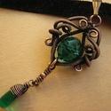 Charlotte ÚRNŐ, Ékszer, Nyaklánc, Medál, Vörösréz drótból és smaragd színű üveggyöngyből készült nyaklánc. A kész ékszert antikoltam, majd po..., Meska