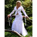 FANNI - vászon-kosztüm, Esküvő, Ruha, divat, cipő, Menyasszonyi ruha, Esküvői ruha, Alternatív menyasszonyi kosztüm fehér pamutvászonból, gazdagon díszítve.  Elöl-hátul karcsúsító piék..., Meska
