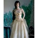ALOISE - nagyestélyi ruha, menyasszonyi ruha, Ruha, divat, cipő, Esküvő, Esküvői ruha, Menyasszonyi ruha, Kétrészes látványos ruha: A nagy körgloknis aranyszínű taftból készült szoknyát óarany fátyoltüllel ..., Meska