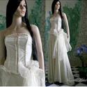 CAMILLE menyasszony, Esküvő, Ruha, divat, cipő, Menyasszonyi ruha, Esküvői ruha, ALTERNATÍV MENYASSZONYI RUHA Három anyag kombinációja alkotja ezt a varázslatos hangulatú ruhát. A m..., Meska